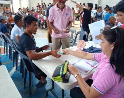 Farmers, Fishermen receive financial aid from PRRD