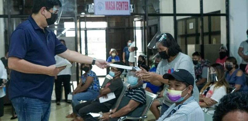 Mayor Alfred distributes financial assistance to 51 Taclobanon beneficiaries