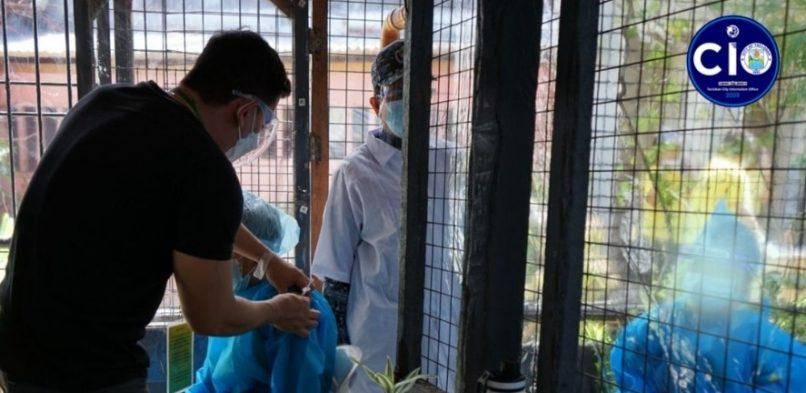 Mobile Vaccination Team nanbakuna ha Tacloban City Jail; Mayor Romualdez bumisita