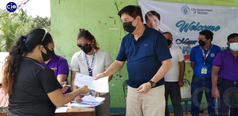 "Pira nga mulopyo han Palanog, dire na ""iskwater""; Certificate of Confirmation ipinanhatag ni Mayor Alfred"
